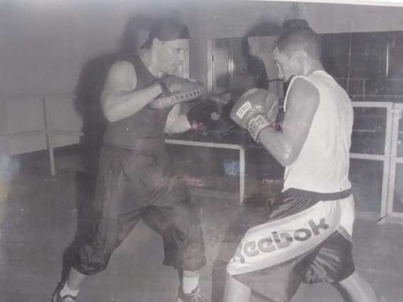 Profesional boxing trainer